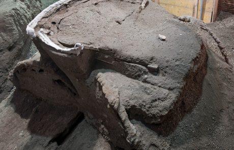 FOTO: Arheologi odkrili dva tisoč let staro erotično kočijo