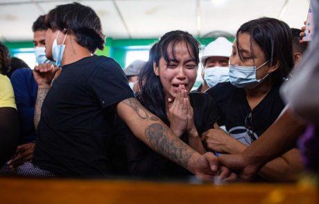 V Mjanmaru znova ubiti protestniki; aretiran novinar nemške dpa