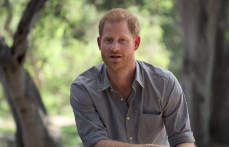 "Harry prejel zadnje očetovo opozorilo: ""Če napadeš kraljico …"""