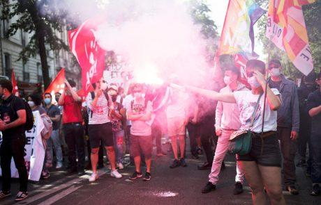 V Franciji več deset tisoč ljudi na protestih proti skrajni desnici