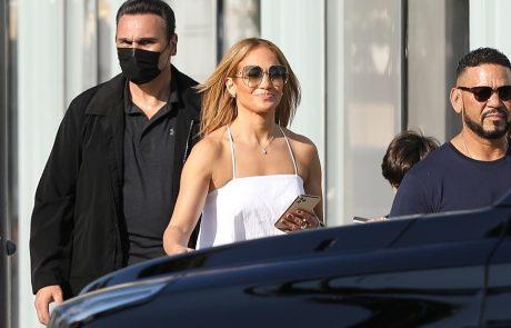 """""""Imaš sploh ogledalo"""": J. Lo je celotno kombinacijo uničila z enim kosom"""