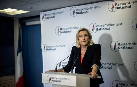 Trd pristanek na realnih tleh za francosko desnico