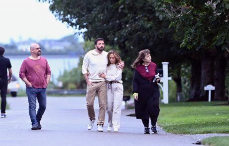 """J. Lo in Ben ujeta na romantičnem sprehodu, oboževalci se čudijo: """"Prizor je nerealen"""""""