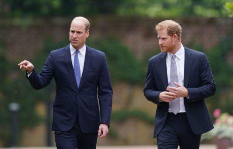 Palačo pretresli novi očitki: William in njegovo osebje Harryju zarinili nož v hrbet