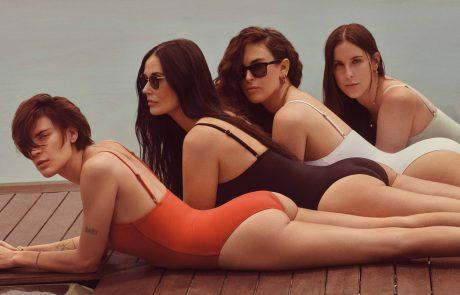 Demi Moore s svojimi tremi hčerkami pozirala v kopalkah, oboževalci šokirani …