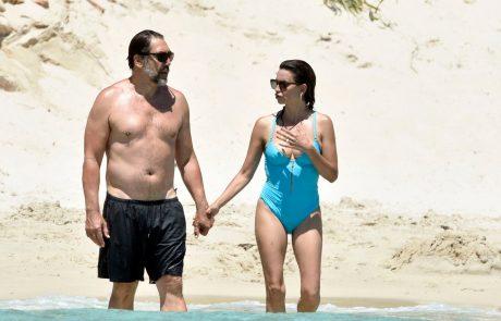 Videti je fantastično: Penelope Cruz, ki jo le redko vidimo v javnosti, na počitnicah v Italiji ujeli v kopalkah