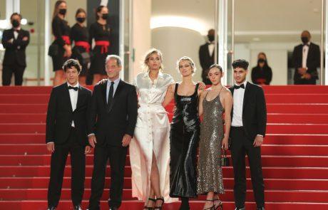 Foto: Najbolj vpadljive in šik obleke včerajšnjega dneva na filmskem festivalu v Cannesu