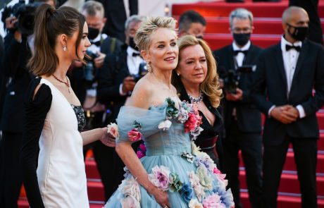Sinoči so bile vse oči v Cannesu uprte v Sharon Stone! Poglejte, zakaj …