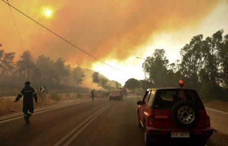 Požar izbruhnil še na grškem Rodosu, Italija za pomoč zaprosila EU