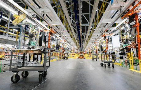 Proizvajalci avtomobilov zaradi pomanjkanja čipov zmanjšujejo proizvodnjo