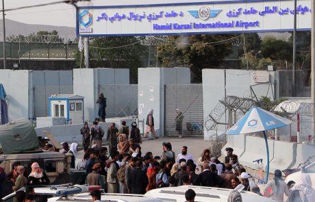 V kaosu blizu letališča v Kabulu umrlo sedem ljudi