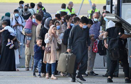 EU iz Afganistana evakuirala več kot 400 sodelavcev, Bruselj napoveduje povečanje humanitarne pomoči