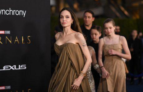 Angelina Jolie je na premiero pripeljala svoje otroke, v oči pa je bodla obleka 16-letne Zahare, ki skriva prav posebno zgodbo