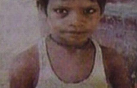 FOTO: To je najmlajši serijski morilec na svetu: dojenčka potolkel z opeko